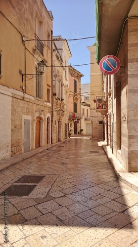 Poster Smal steegje Italie Rutigliano Pouilles Puglia Apulia Bari ruelle pittoresque