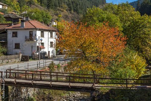Papiers peints Gris traffic Autumn Landscape with old houses in town of Shiroka Laka, Smolyan Region, Bulgaria