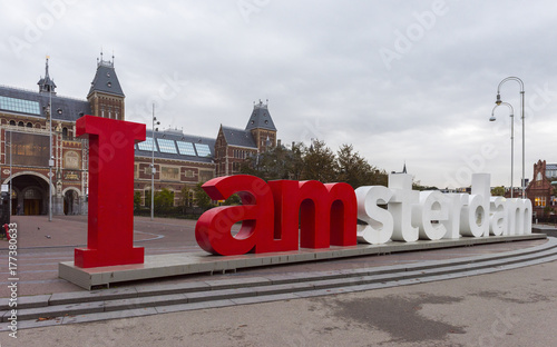 Papiers peints Amsterdam The Rijksmuseum Amsterdam museum area with the words IAMSTERDAM in Amsterdam, Netherlands..