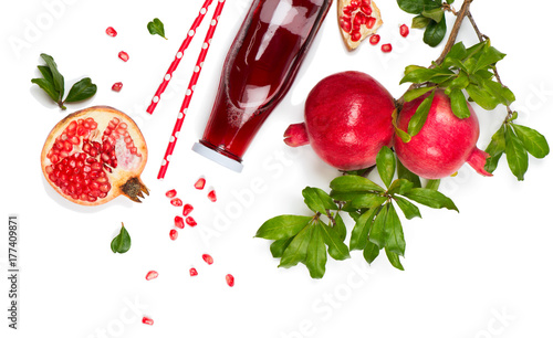 Poster Sap Juice and fruit of pomegranate, above view.