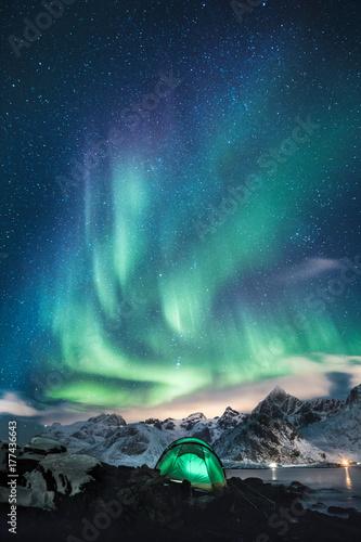 Fotobehang Noorderlicht Schlafen unter den Sternen