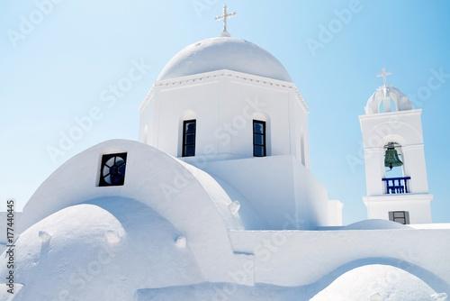 Fotobehang Santorini santorini white church