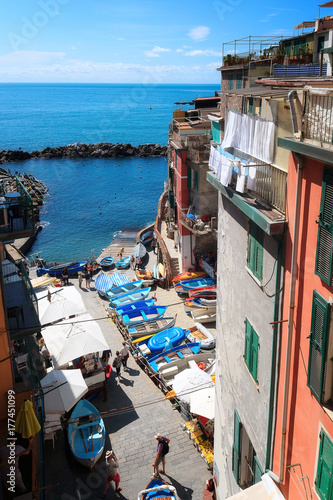 Papiers peints Ligurie Riomaggiore, Italy - The small port view from above.