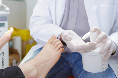 Aluminium Pedicure podiatrist dispensing cream for patients feet