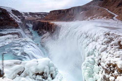 Gullfoss siklawy widok w jarze Hvita rzeka podczas zima śniegu Iceland