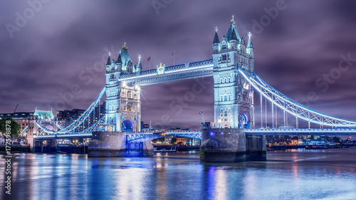 Foto op Plexiglas London London, the United Kingdom: Tower Bridge on River Thames at night