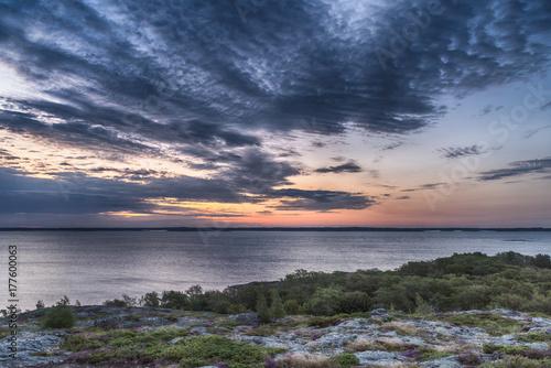 Foto op Plexiglas Ochtendgloren Beautiful nature background. Colorful sunrise. Dramatic sky.