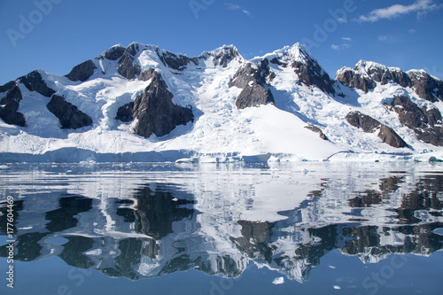 Fotobehang Antarctica Antarctic landscape reflection in Pleneau Bay, Antarctica