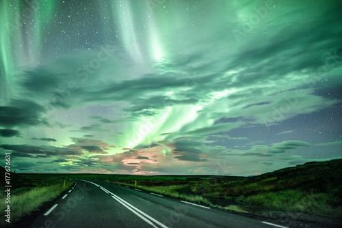 Fotobehang Noorderlicht Den Polarlichtern entgegen