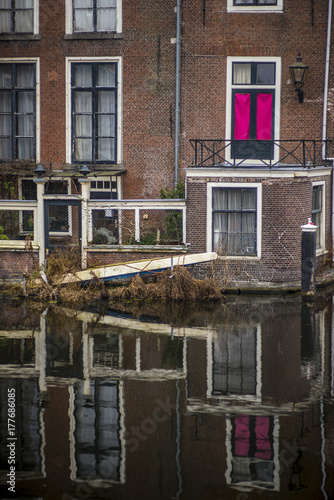 Fototapeta Canal houses reflection in water