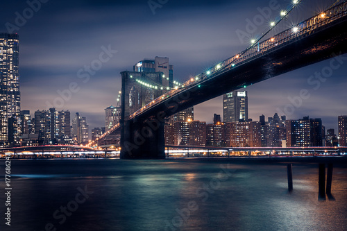 Foto op Aluminium Brooklyn Bridge Brooklyn Bridge bei Nacht