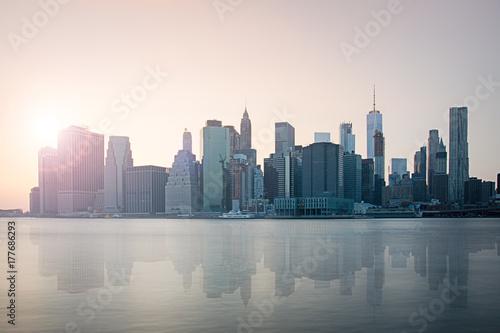 Skyline von New York bei Sonnenuntergang Poster