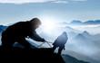 Leinwandbild Motiv Hilfe beim Aufstieg - Bergsteiger auf einem Gipfel im Hochgebirge