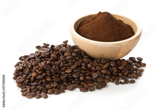 Foto Murales Coffee beans with ground coffee in wooden bowl