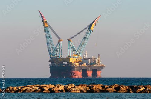 Foto op Plexiglas Cyprus Gas & Oil rig