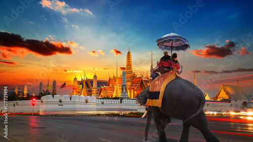 Foto op Plexiglas Bangkok An Elephant with Tourists at Wat Phra Kaew -the Temple of Emerald Buddha- in the Grand Palace of Thailand in Bangkok