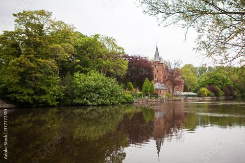 Papiers peints Bruges Medieval building on Love lake