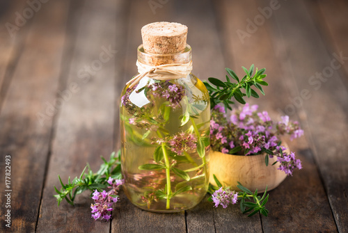 Leinwanddruck Bild Thyme essential oil