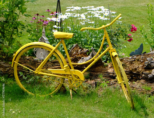 Fotobehang Fiets YELLOW BICYCLE