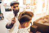 Kiedyś w zakładzie fryzjerskim.