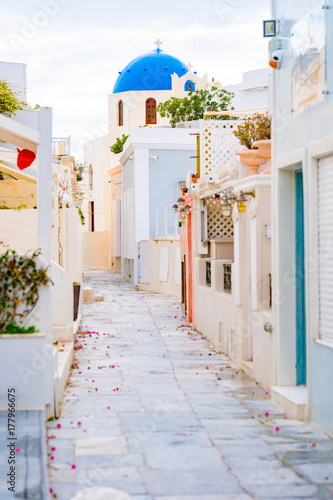 Foto op Plexiglas Santorini Oia town on Santorini island, Greece. Traditional and famous white and rose houses at sunny day