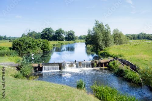 Foto op Plexiglas Pistache Flusslandschaft mit Ems und Wehr, Nordrhein-Westfalen, Deutschland