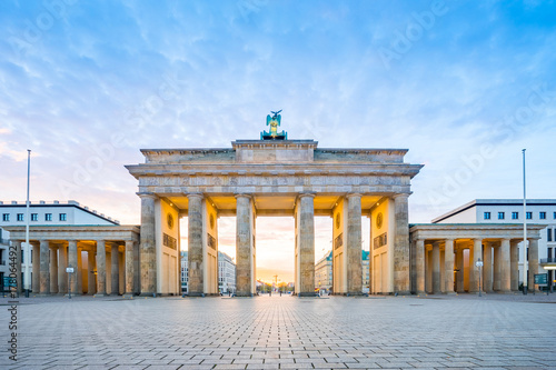 Papiers peints Berlin Sunrise at Berlin city with Brandenburg gate in Berlin, Germany