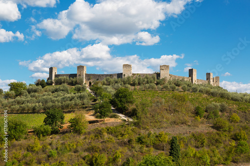 Deurstickers Toscane View of the ancient medieval fortress of Monteriggioni, Tuscany. Italy