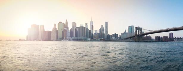 Panorama-Skyline von New York bei Sonnenuntergang
