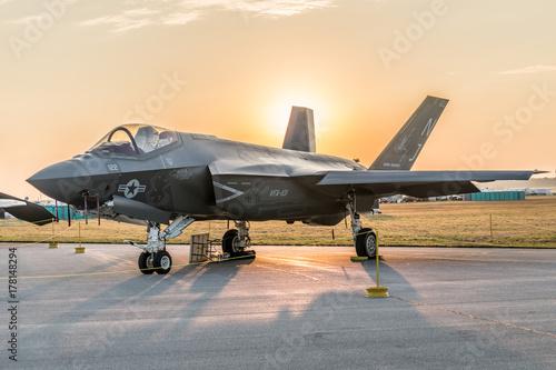 obraz lub plakat F-35 with sun rise