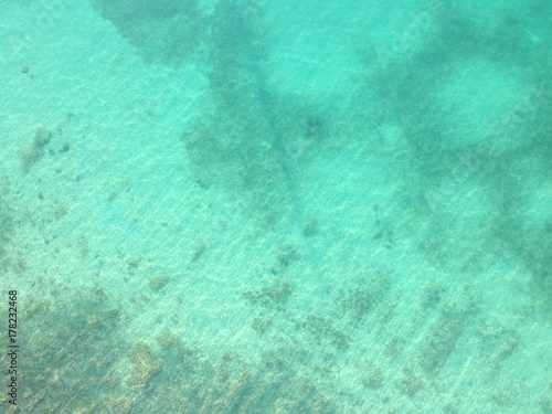 Plexiglas Groene koraal aerial view of sea edge with rocky beach