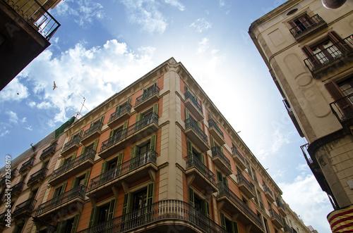 Aluminium Barcelona Old buildings of street Carrer de Ferran in Barcelona