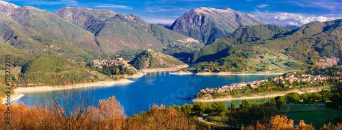 Fotobehang Freesurf panoramic view of beautiful lake Turano and village Colle di tora. Rieti province, Italy