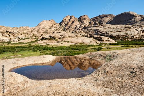 Papiers peints Beige Views of Mount Bektau Ata. Bektau Ata - a mountainous area in the middle of the Kazakhstan steppe, within a radius of about 5-7 km.