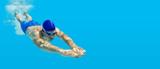 Tauchen Schwimmen Mann Sprung Wasser blau - 178372486