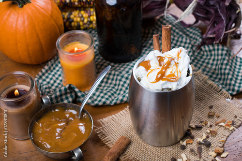 Foto op Canvas Chocolade Pumpkin cider with caramel and whipped cream