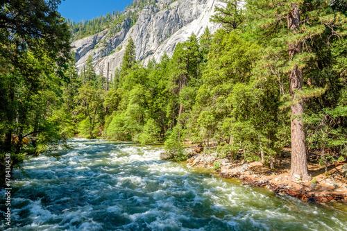 Aluminium Bergrivier Merced River landscape in Yosemite