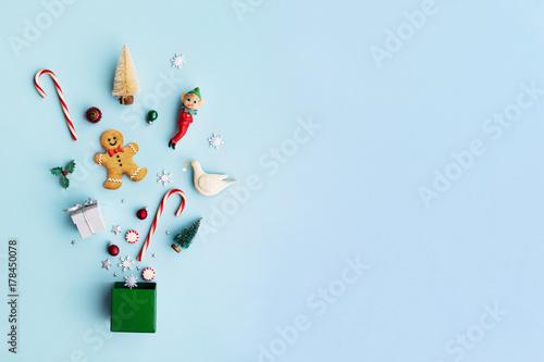 Leinwanddruck Bild Christmas objects in a gift box