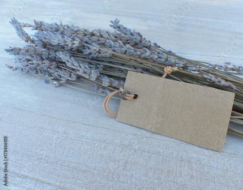 Fotobehang Lavendel bouquet de lavande et étiquette