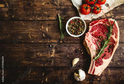 Foto op Plexiglas Steakhouse Raw marbled meat steak