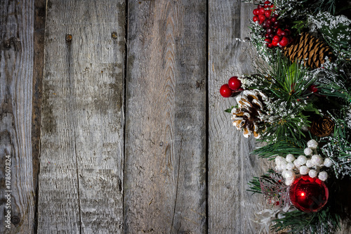 christmas decorations on barn wood - Barn Christmas Decorations