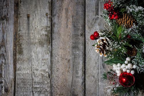 christmas decorations on barn wood - Barn Christmas Decorations