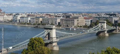 Papiers peints Budapest Szechenyi Chain Bridge in Danube