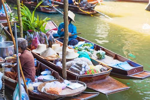 Foto op Plexiglas Bangkok Traditional floating market in Damnoen Saduak near Bangkok. Thailand