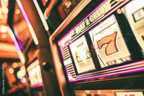 Lucky Slot Machine in Casino плакат