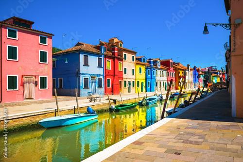 Foto op Plexiglas Venetie Venice landmark, Burano island canal, colorful houses and boats, Italy