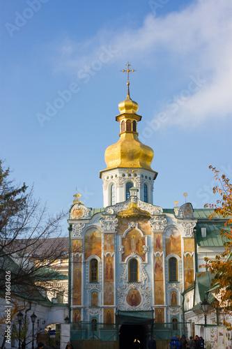Foto op Plexiglas Kiev Gate Church of the Trinity. Lavra main entrance, Kiev city, Ukraine