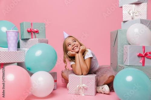 Papiers peints Kiev Portrait of a cheerful little girl in a birthday hat