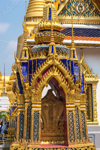 Foto op Plexiglas Bangkok Monument and shrine in the Wat Phra Kaew, commonly known in English as the Temple of the Emerald Buddha. The most sacred Buddhist temple in Thailand