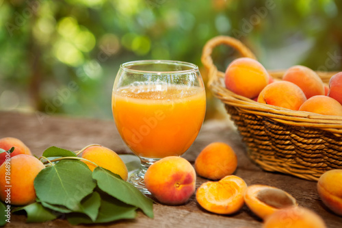 Fotobehang Sap Glass with apricot juice and fresh apricots